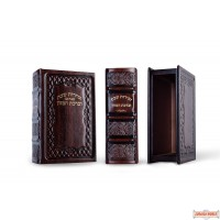 Leather/wood Bentcher Box with 8 (non-leather)Chabad Bentchers(Nusach Ari)